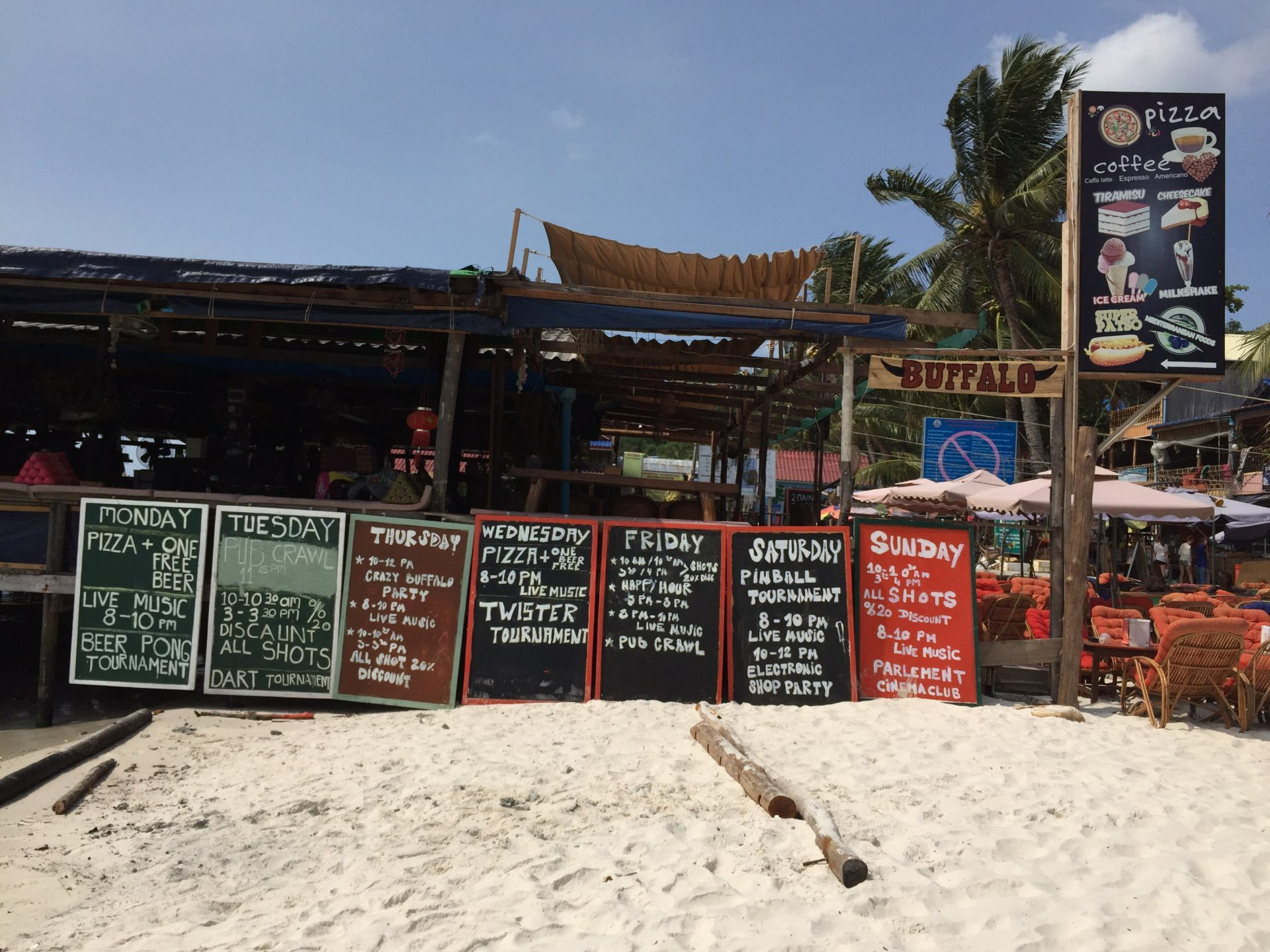bar at kohrong island