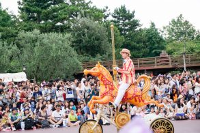 parade-prince-disneyland-thebroadlife-travel-wanderlust-tokyo-japan-asia