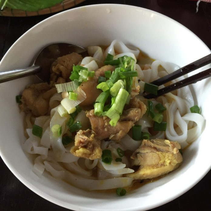 Quang style noodle with chicken. Some restaurants have this option.