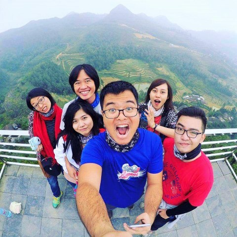 The Broad Life - QJXV team is taking wefie at Lung Cu, the Northernmost point of Vietnam