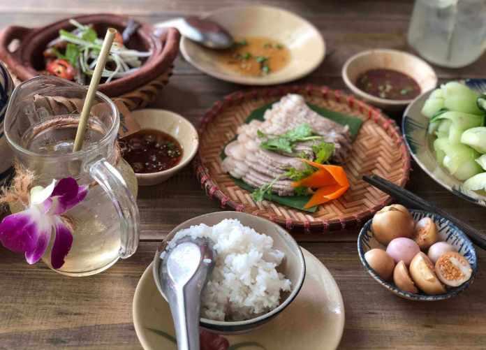 Lunch at Chuồn Chuồn Kim restaurant, a place for local rice
