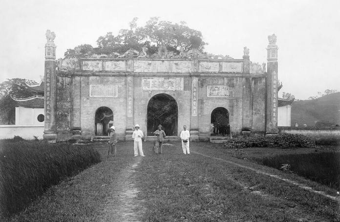 A collected image of Kiep Bac Temple in 1904