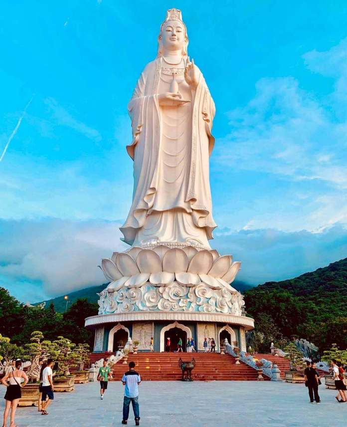 the largest Avalokiteśvara Bodhisattva statue in SEA at Linh Ung Bai But Pagoda, one of the most beautiful Vietnam pagodas