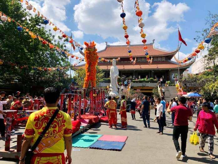 Among well-known Vietnam pagodas, Vinh Nghiem Pagoda at Ho Chi Minh City
