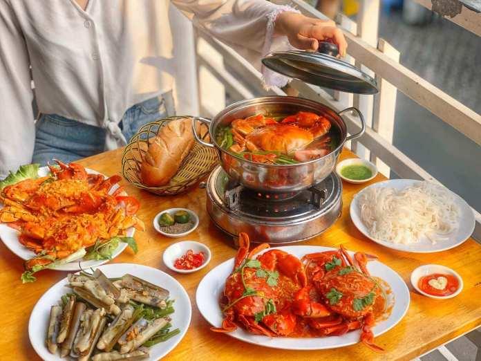 Lau Cua Dat Mui in saigon, or Dat Mui Crab Hotpot