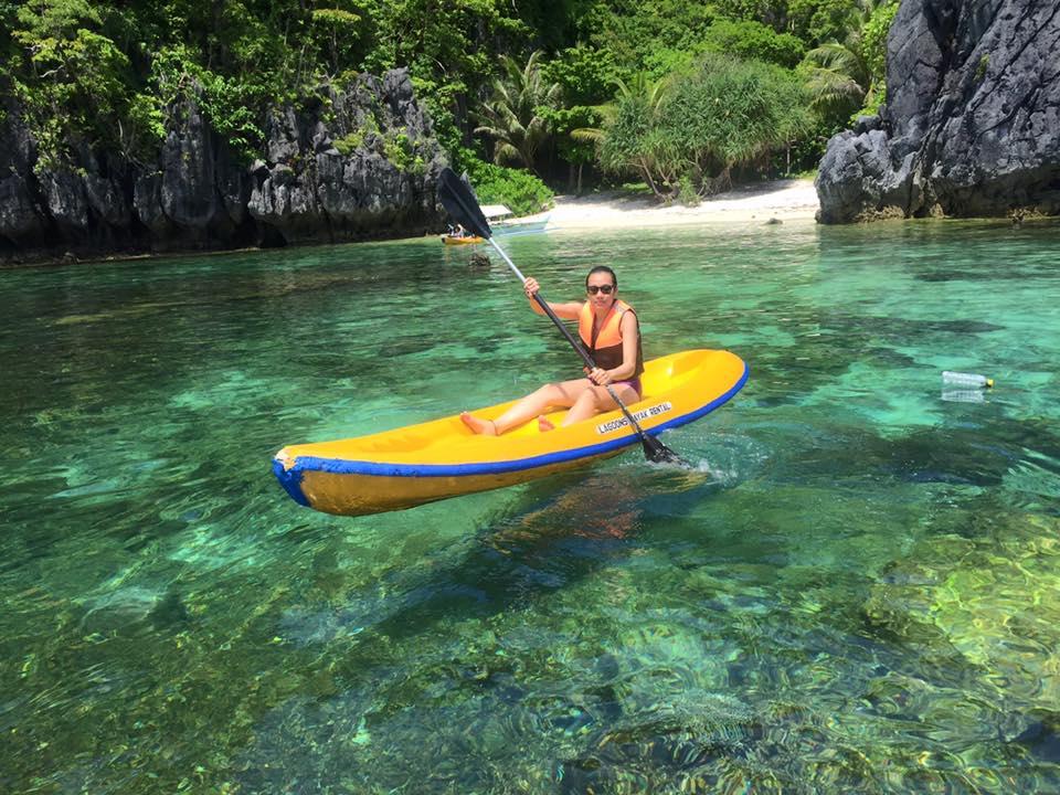 Kayaking in the area of El Nido