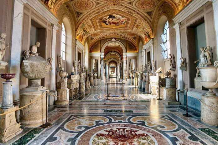 the hallway of vatican museum in its virtual museum tours