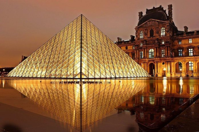 Louvre Museum provides one of the virtual museum tours in Paris