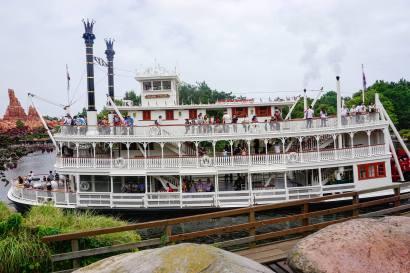 ship-disneyland-thebroadlife-travel-wander-tokyo-japan-asia