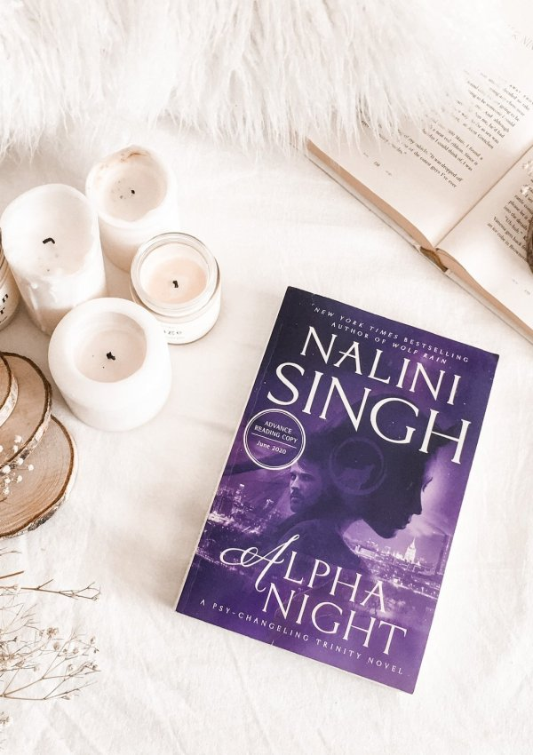 Alpha Night by Nalini Singh / Female alpha heroine