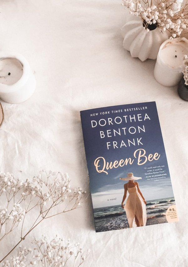 Queen Bee (Lowcountry Tales #12) by Dorothea Benton Frank