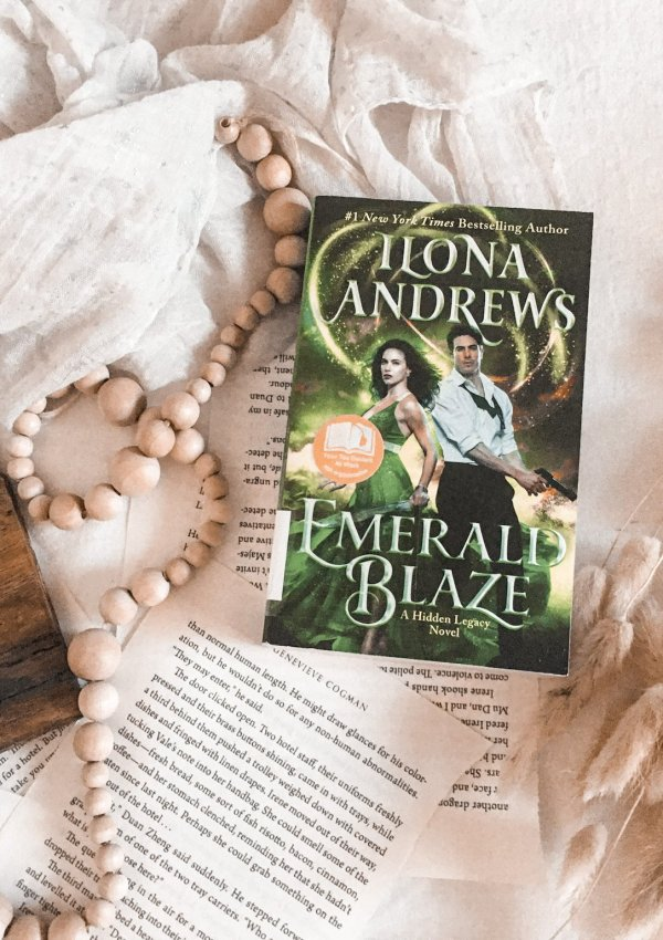 BOOK REVIEW: Emerald Blaze by Ilona Andrews / this series is only getting better!! BOOK HANGOVER ALERT!!