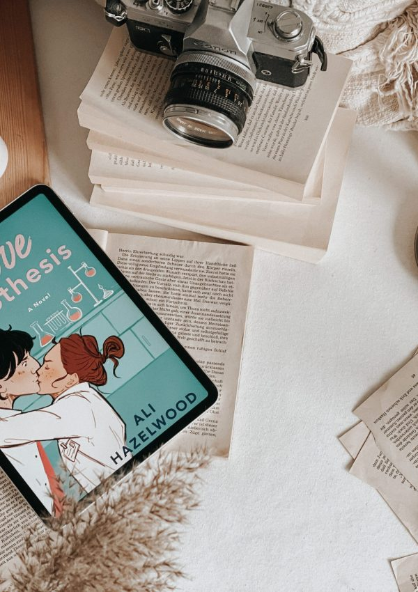 The Love Hypothesis by Ali Hazelwood | BOOK REVIEW | FIVE STARS