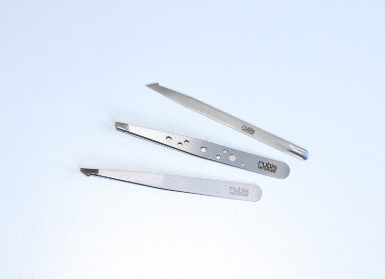 Rubis Slanted and Pointed Tweezers