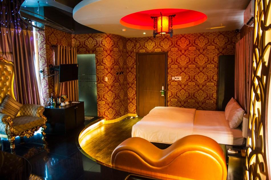 Love Hotel 2