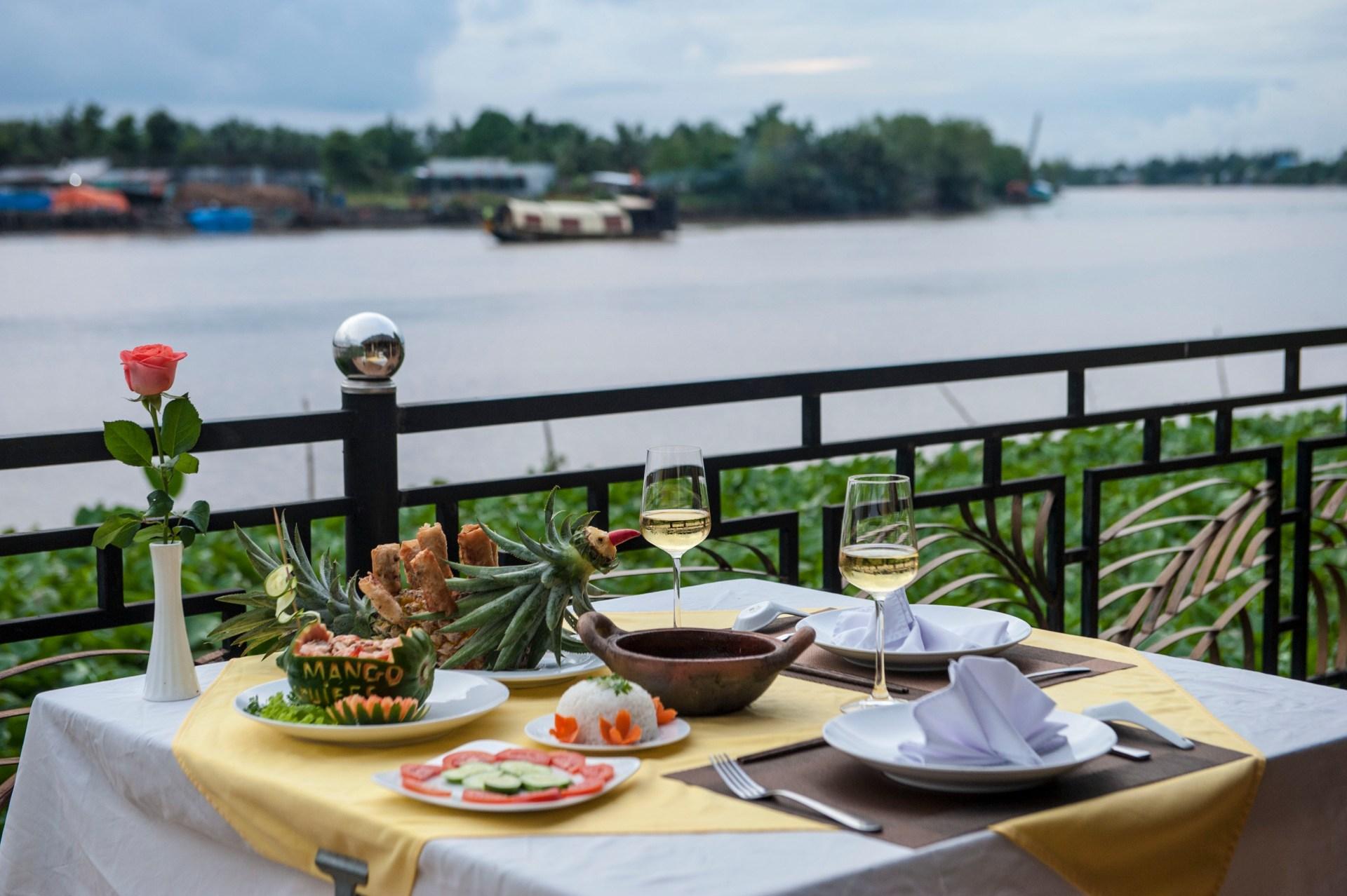 Mango Home Riverside Dining 2