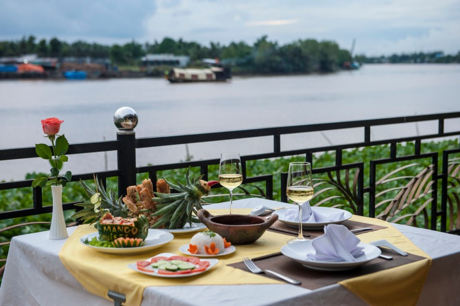 Mango Home Riverside Dining 2