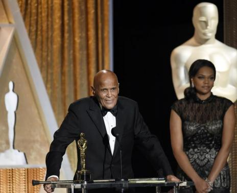 Legendary actor and activist Harry Belafonte accepts Jean Hersholt Humanitarian award. (Google Images)