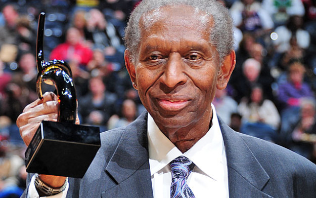 Earl Lloyd, during ceremony that honored him at an Atlanta Hawks game. (Photo Credit: cbssports.com)