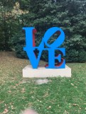 Robert Indiana, Love, aluminium polychrome, 1966-1998