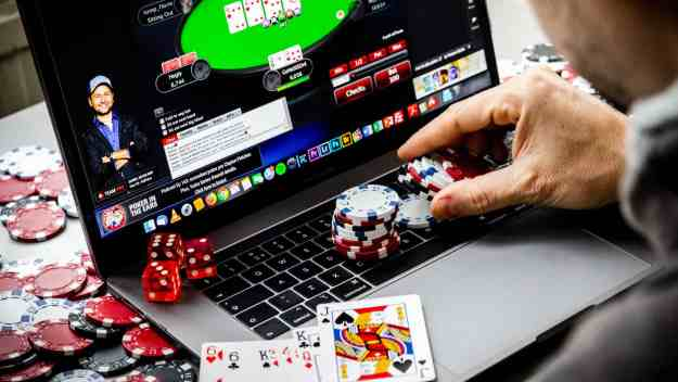 What are the reasons for the popularity of online casino games? | The Buzz  Bug