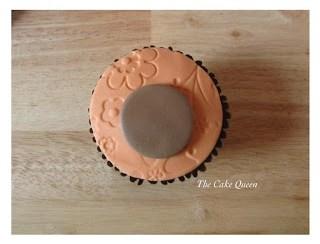Pon el centro de la cupcake la cara de tu osito