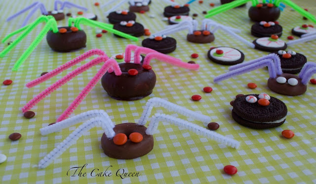 Ideas para Halloween con mini lacasitos: Arañas peludas, con galletas filipinas y mini lacasitos