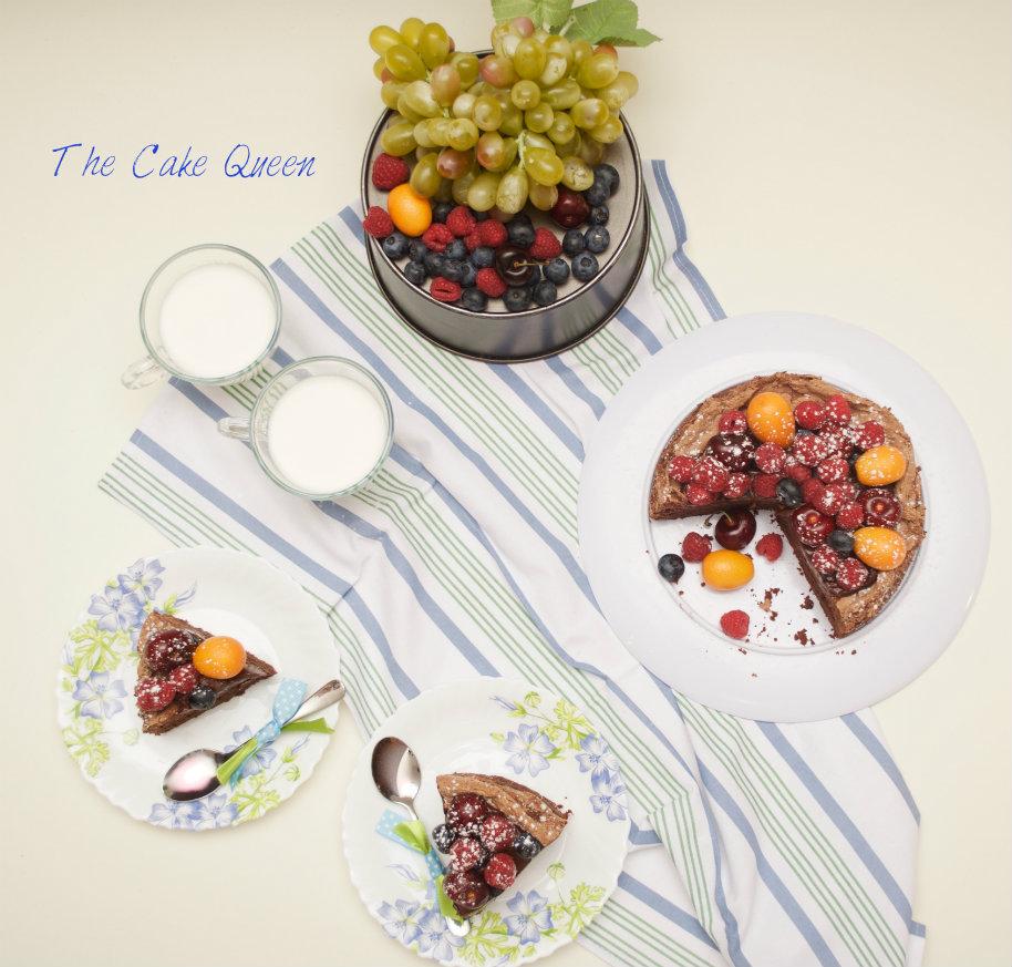 Tarta de chocolate y merengue con frutas frescas para VALOR, una tarta muy rica ya que combina bizcocho y merengue y muchas frutas