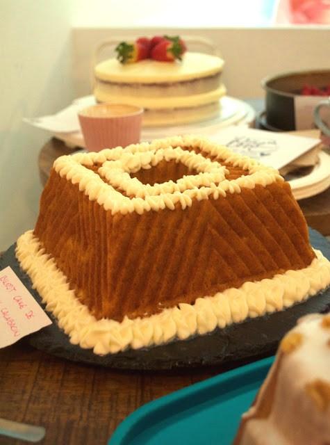 Mi primera reunión clandestina de reposteros en Madrid, bizcocho de Olga bundt cake de queso y calabacín