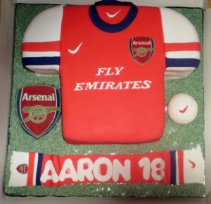 Arsenal-Jersey-and-scarf-cake