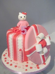Hello Kitty Giftbox cake