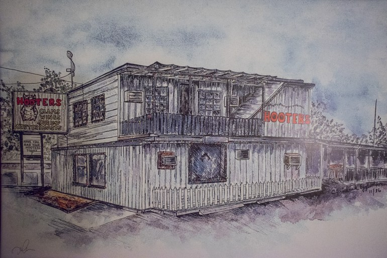 """For $29 A Night, I Expected """"Hooters"""" To Look Something Like This"""