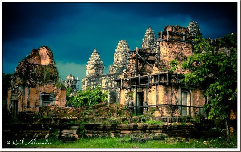 Phnom Bakheng in the background, Siem Reap