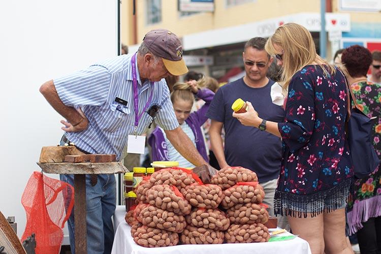 port-macquarie-nuts-farmers-markets-nsq