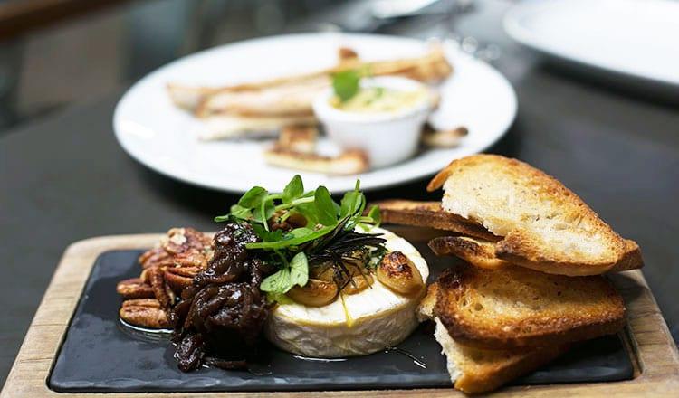 leura-garage-cheese-garlic