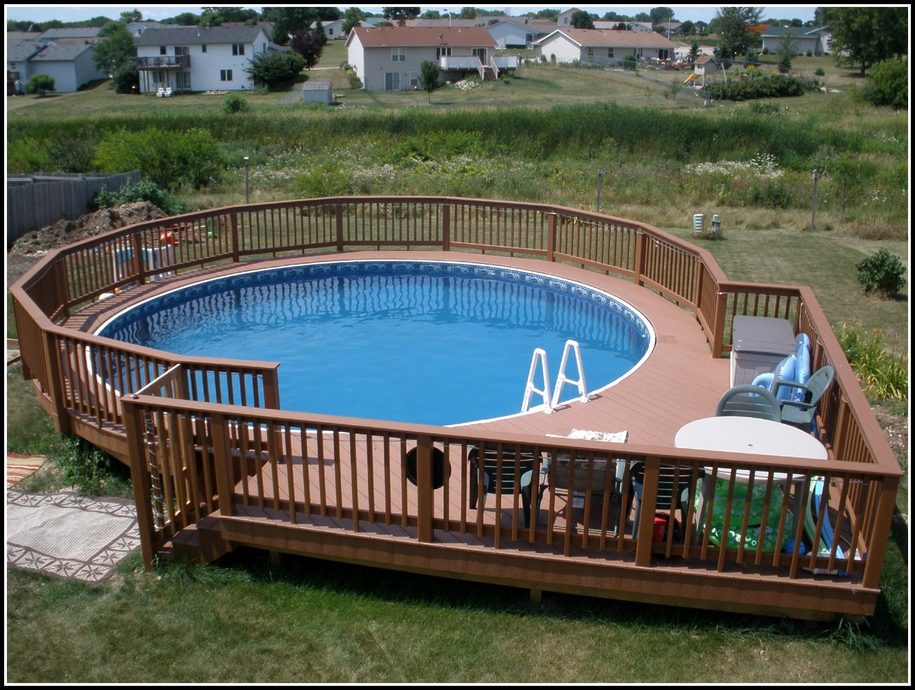 Decks Around Round Pools