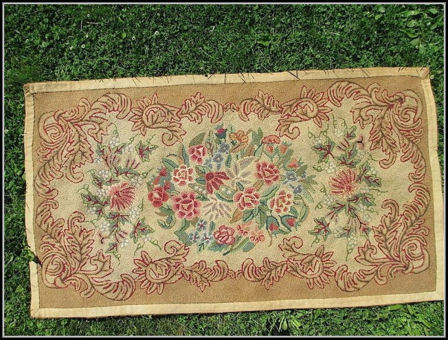 Hand Hooked Rugs Definition