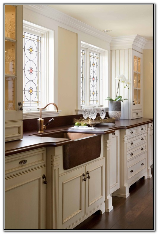 Kitchens With Farmhouse Sinks