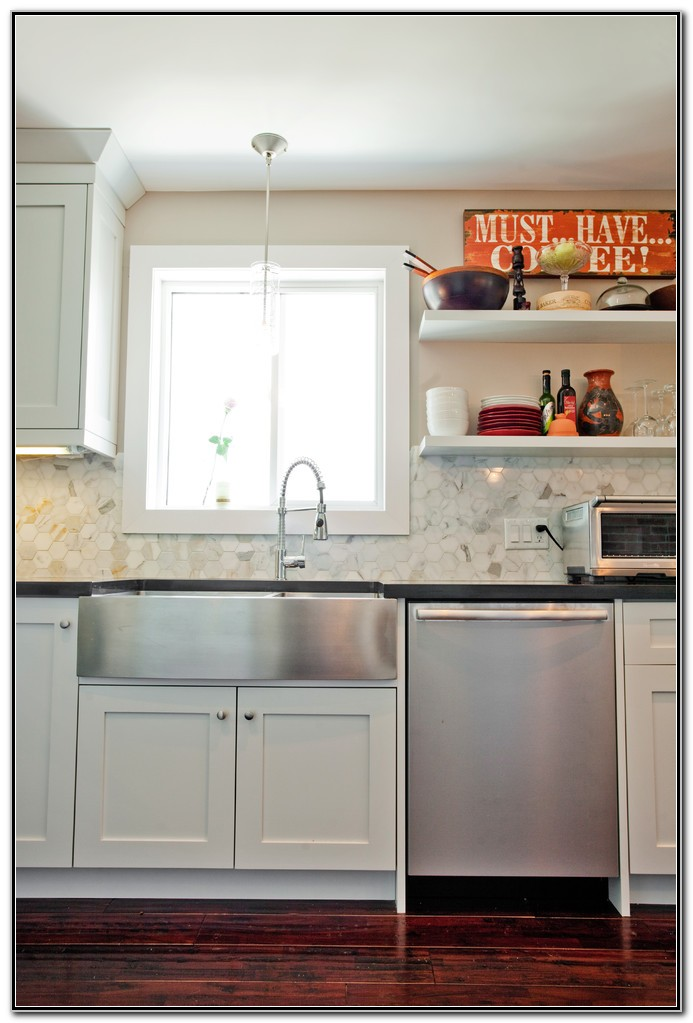 Stainless Farmhouse Sink With Backsplash