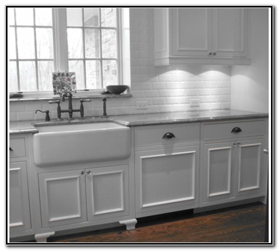 White Kitchens With Farmhouse Sinks