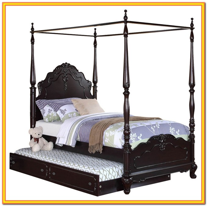 Full Size Canopy Bed With Trundle