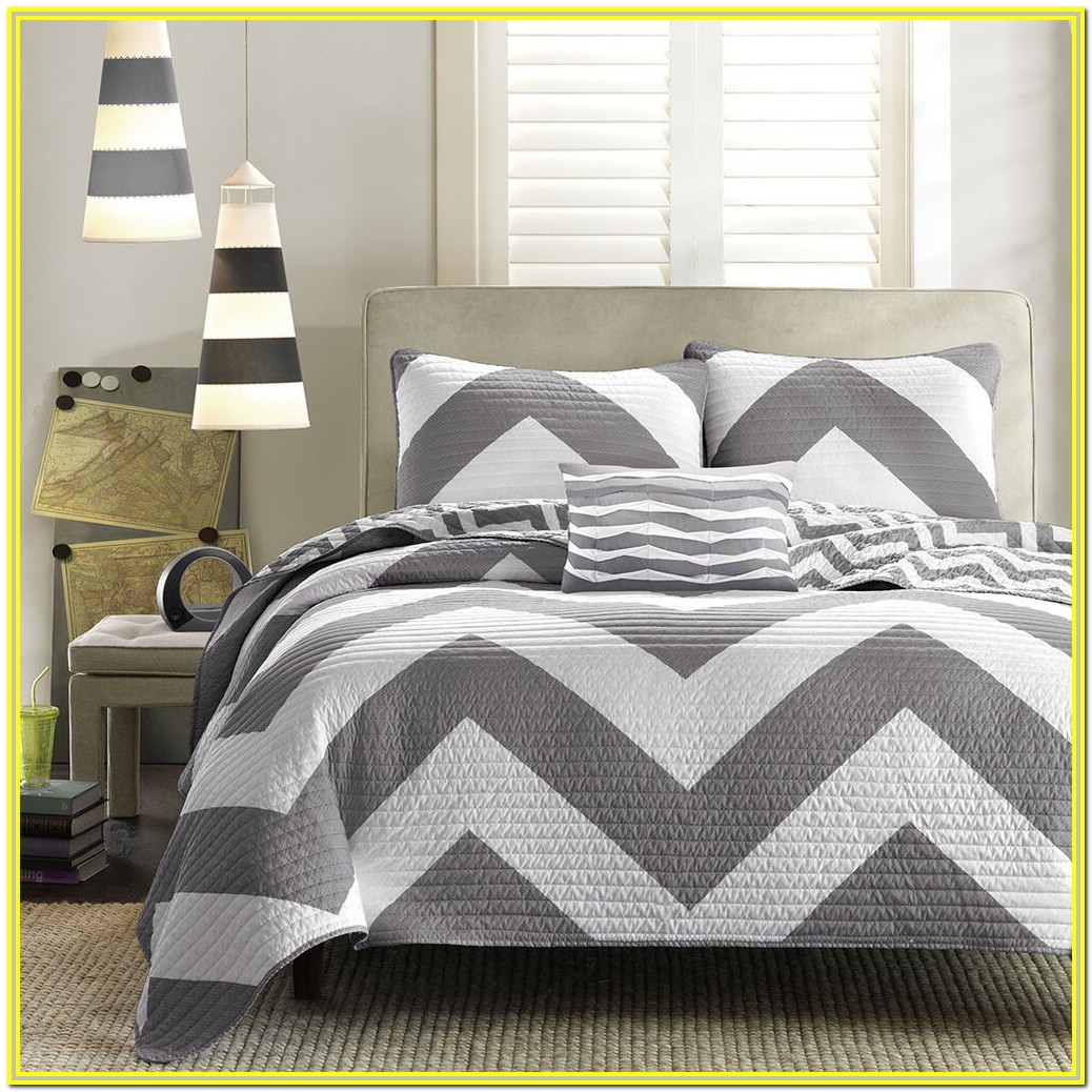 White And Grey Quilt Sets