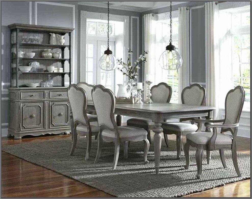 Pulaski Royale Dining Room Set