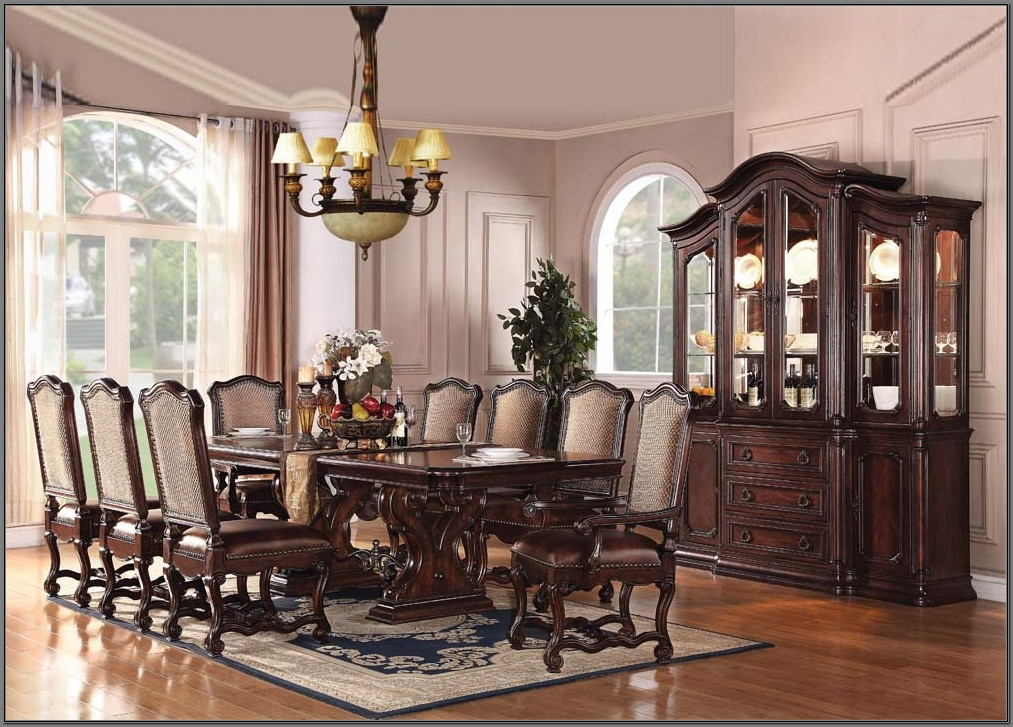 Villa Sonoma Dining Room Set