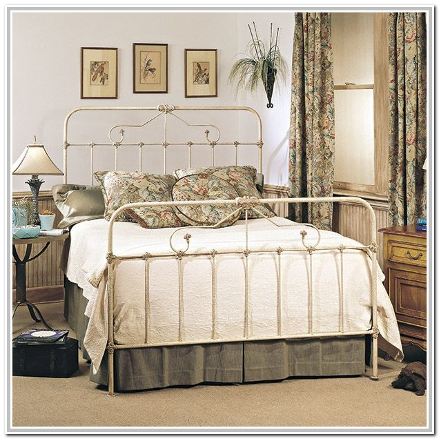 White Wrought Iron Bed Decorating Ideas