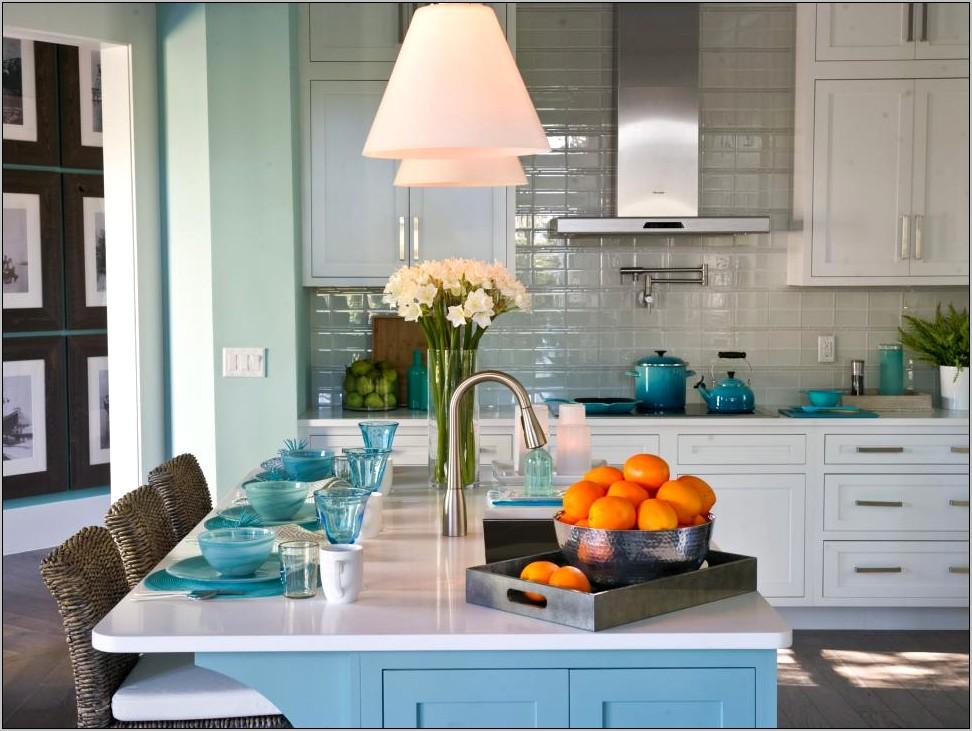 Beachy Kitchen Decor With Subway Tile