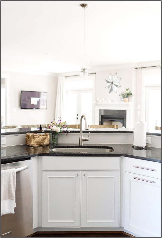 Benjamin Moore Decorators White Kitchen Cabinets