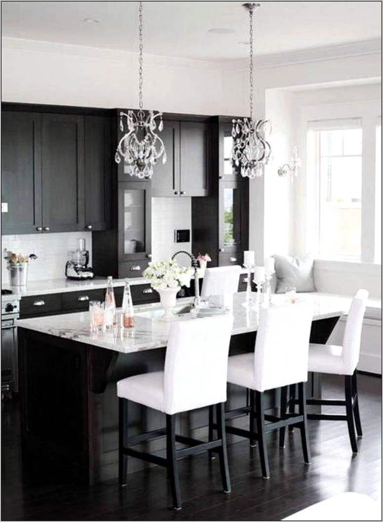 Black And White Themed Kitchen Decor