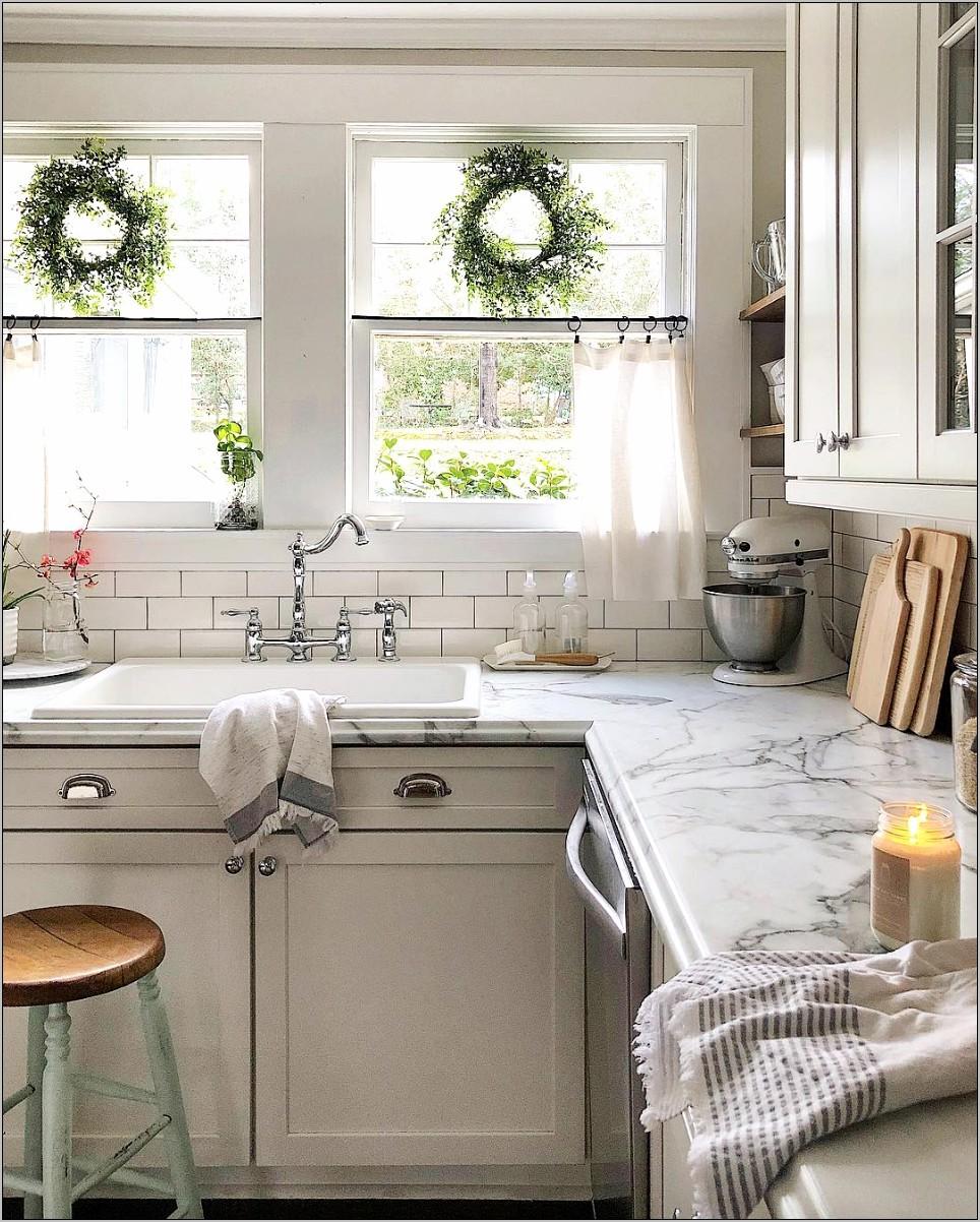 Blue Walls Cottage Kitchen Decorating Ideas
