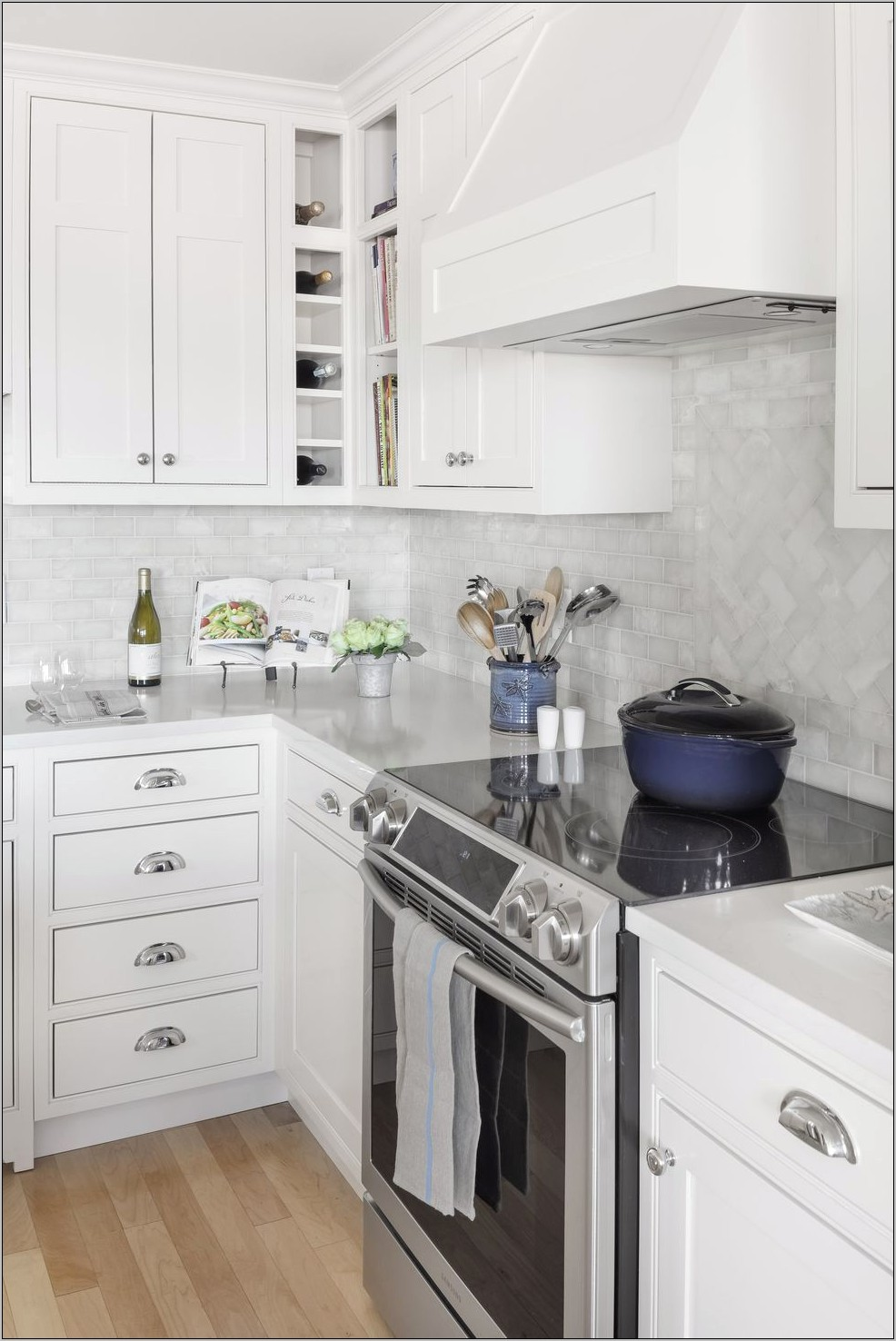 Decor For Kitchens With White Cabinets